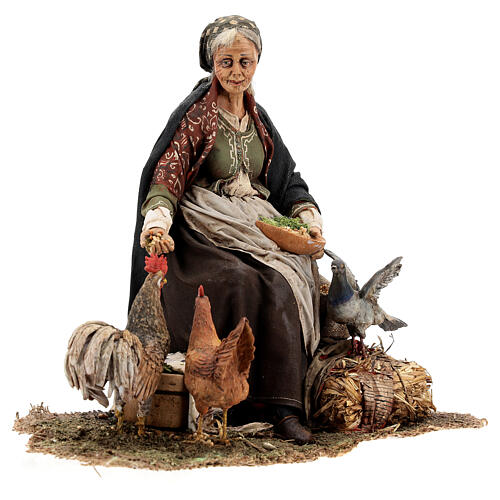 Mujer sentada con gallina 30 cm Tripi 5