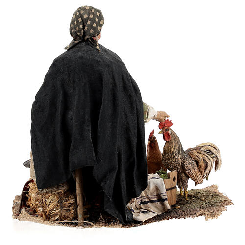 Mujer sentada con gallina 30 cm Tripi 8