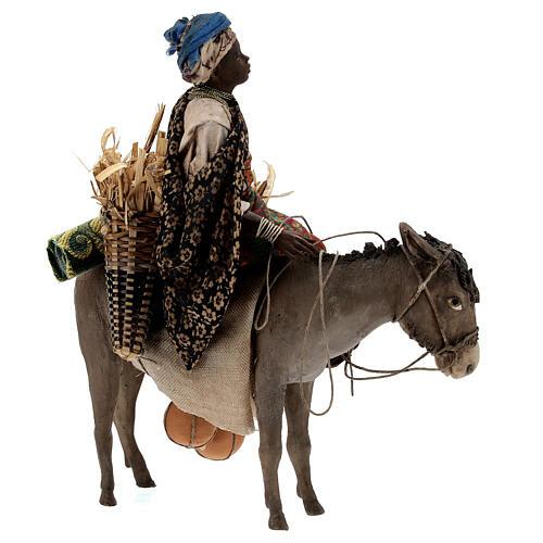 Femme maure sur âne 18 cm crèche Angela Tripi 7