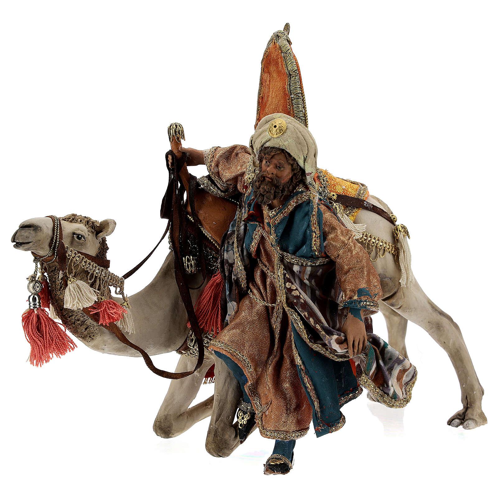 Magi coming down from camel, 13 cm Tripi nativity 4