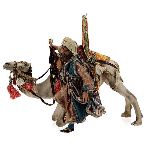 Magi coming down from camel, 13 cm Tripi nativity 1