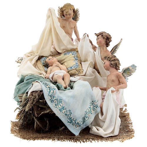 Berço Menino Jesus com anjos para presépio Angela Tripi com figuras de altura média 30 cm 1