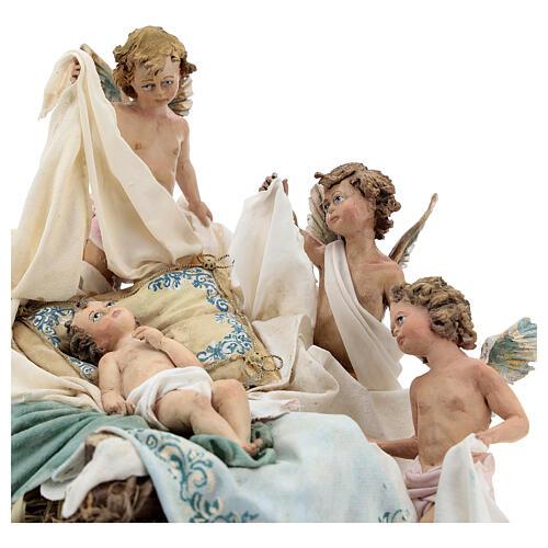 Berço Menino Jesus com anjos para presépio Angela Tripi com figuras de altura média 30 cm 2