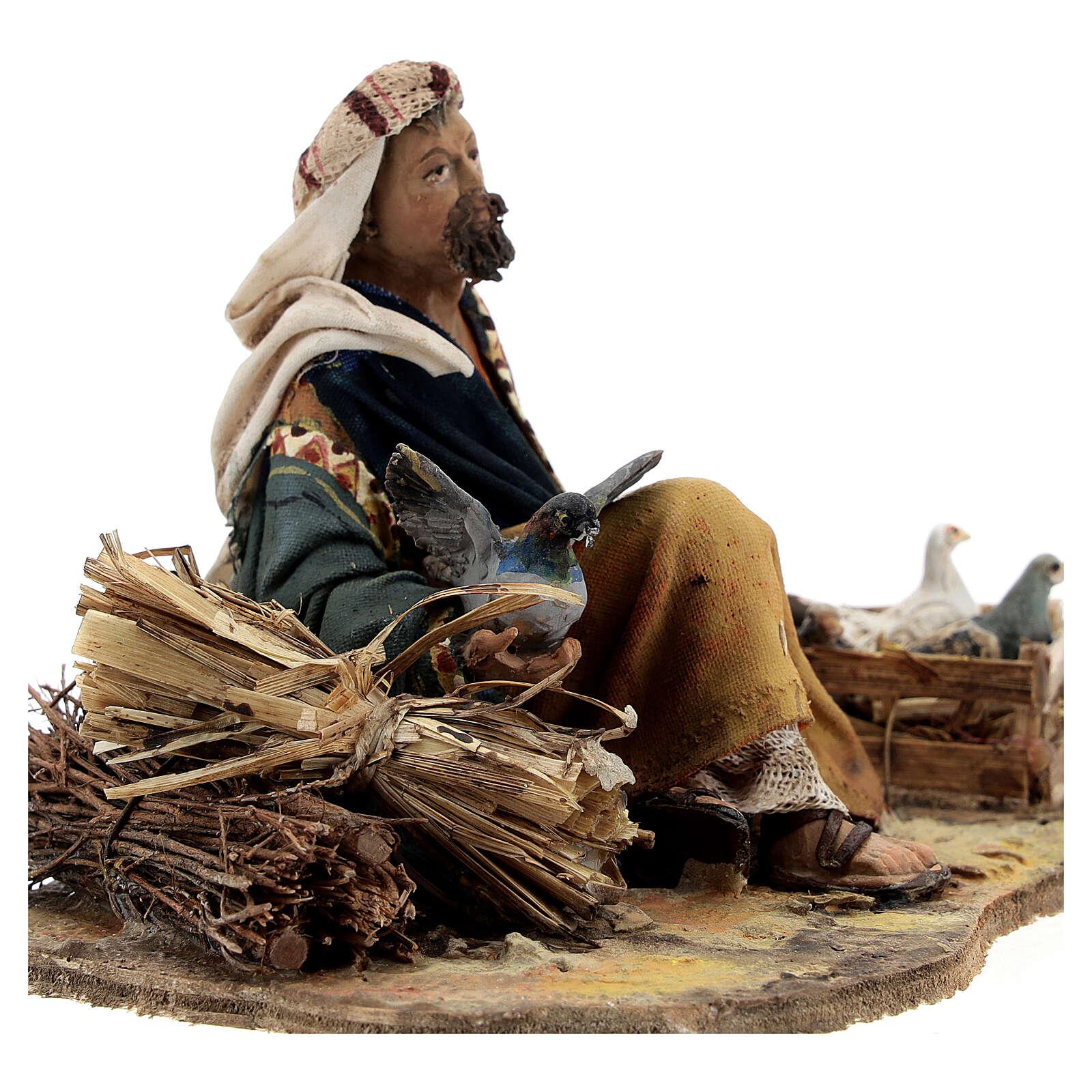 Marchand assis avec colombes 13 cm crèche Tripi 4