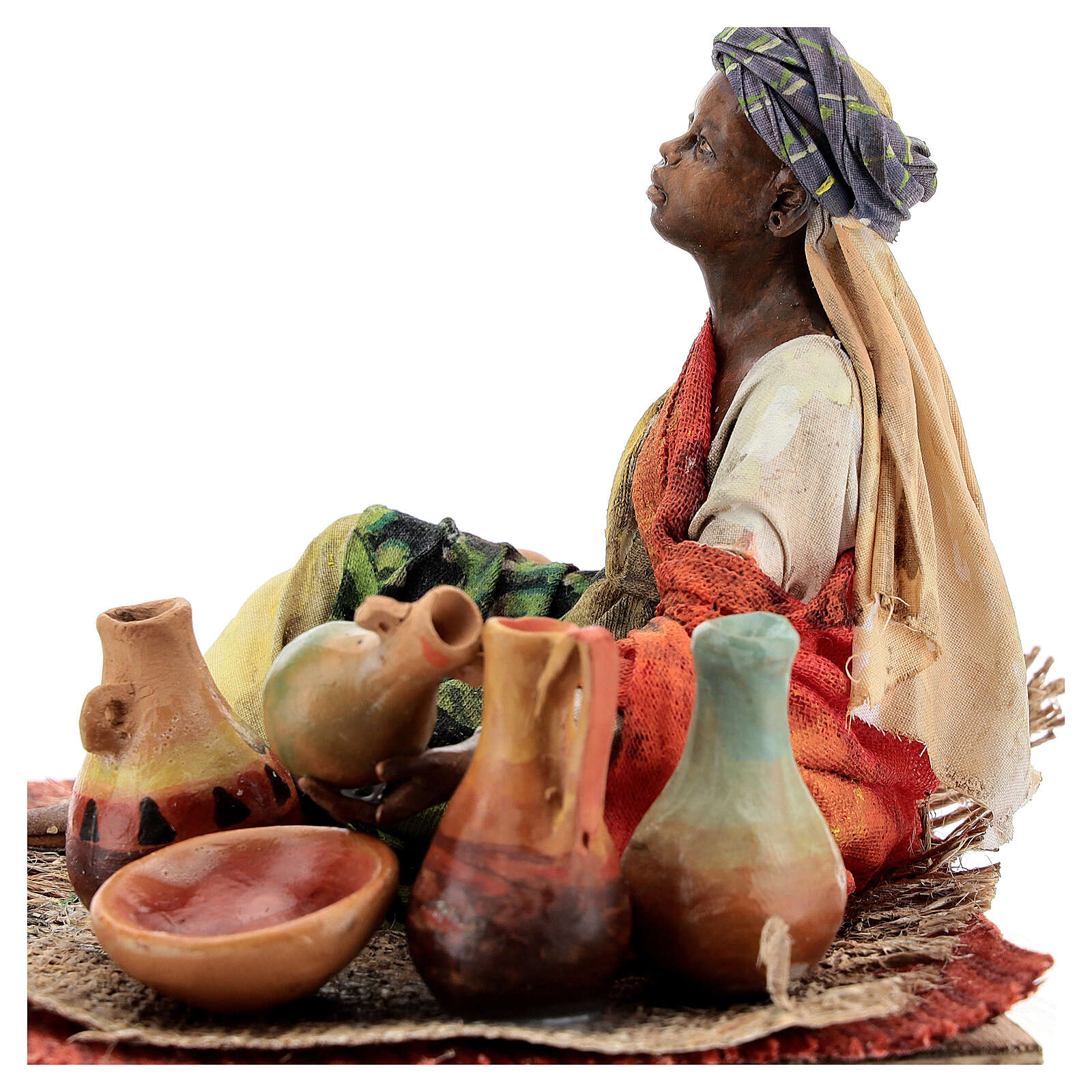 Mujer sentada morena con cerámicas 18 cm Tripi 4