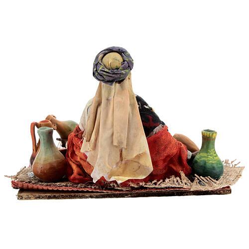 Mujer sentada morena con cerámicas 18 cm Tripi 6