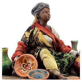 Donna seduta mora con ceramiche 18 cm Tripi s2