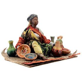 Donna seduta mora con ceramiche 18 cm Tripi s5
