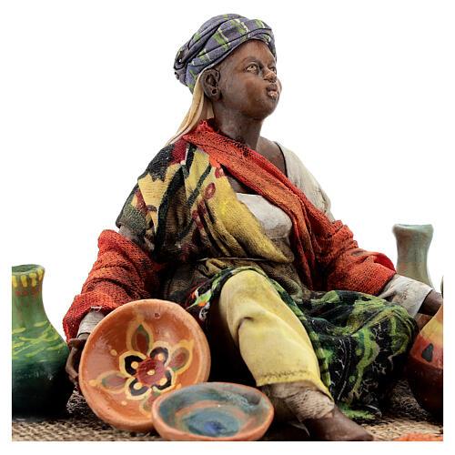 Donna seduta mora con ceramiche 18 cm Tripi 2