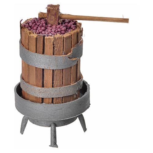 Pressoir en bois avec raisins pour crèche h 9,5cm 1