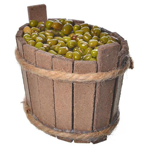Tina de madeira com azeitonas 2