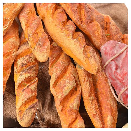 Cesto in midollino con formaggi pane e salumi  in cera miniature presepe napoli