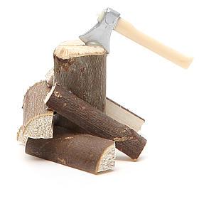 Narzędzia do pracy szopka: Siekiera z drewnem 5x5x8 cm