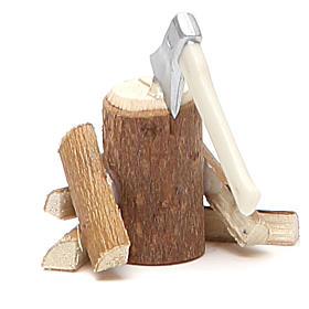 Hache avec bûches bois 4x4,5x4 cm s2