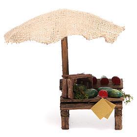 Puesto de mercado para belén con sombrilla y sandías 16x10x12 cm s1