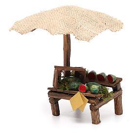 Puesto de mercado para belén con sombrilla y sandías 16x10x12 cm s2