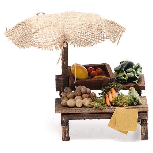 Puesto de mercado para belén con sombrilla y verduras  12x10x12 cm 1