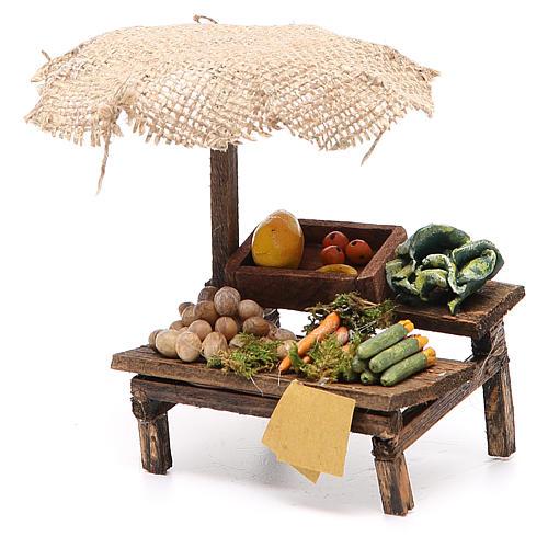 Puesto de mercado para belén con sombrilla y verduras  12x10x12 cm 2
