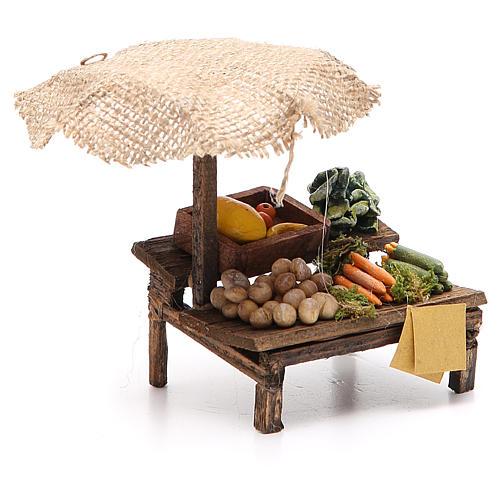 Puesto de mercado para belén con sombrilla y verduras  12x10x12 cm 3