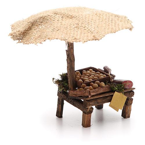 Puesto de mercado para belén con sombrilla, huevos y embutidos 16x10x12 cm 3
