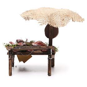 Puesto de mercado para belén con sombrilla, carne y embutidos 12x10x12 cm s4