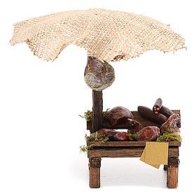 Comida em Miniatura para Presépio: Banca presépio charcutaria e carne com chapéu-de-sol 16x10x12 cm
