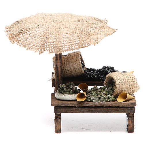 Puesto de mercado para belén con sombrilla y aceitunas 12x10x12 cm 1