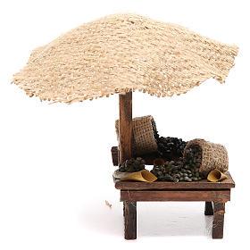 Puesto de mercado para belén con sombrilla y aceitunas 16x10x12 cm s1