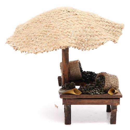 Puesto de mercado para belén con sombrilla y aceitunas 16x10x12 cm 1
