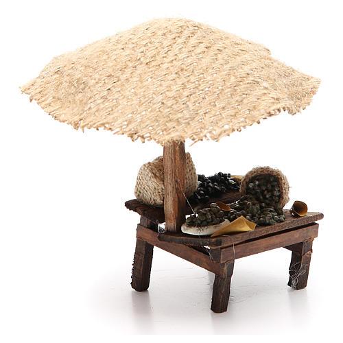 Puesto de mercado para belén con sombrilla y aceitunas 16x10x12 cm 3