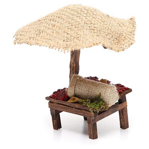 Puesto de mercado para belén con sombrilla y guindillas 16x10x12 cm 2