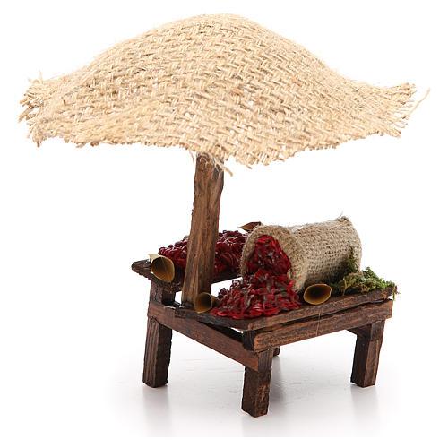 Puesto de mercado para belén con sombrilla y guindillas 16x10x12 cm 3