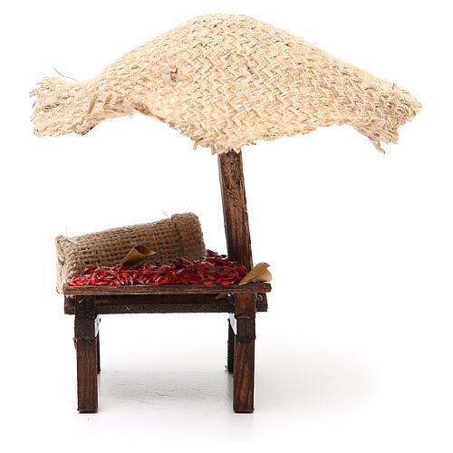 Puesto de mercado para belén con sombrilla y guindillas 16x10x12 cm 4