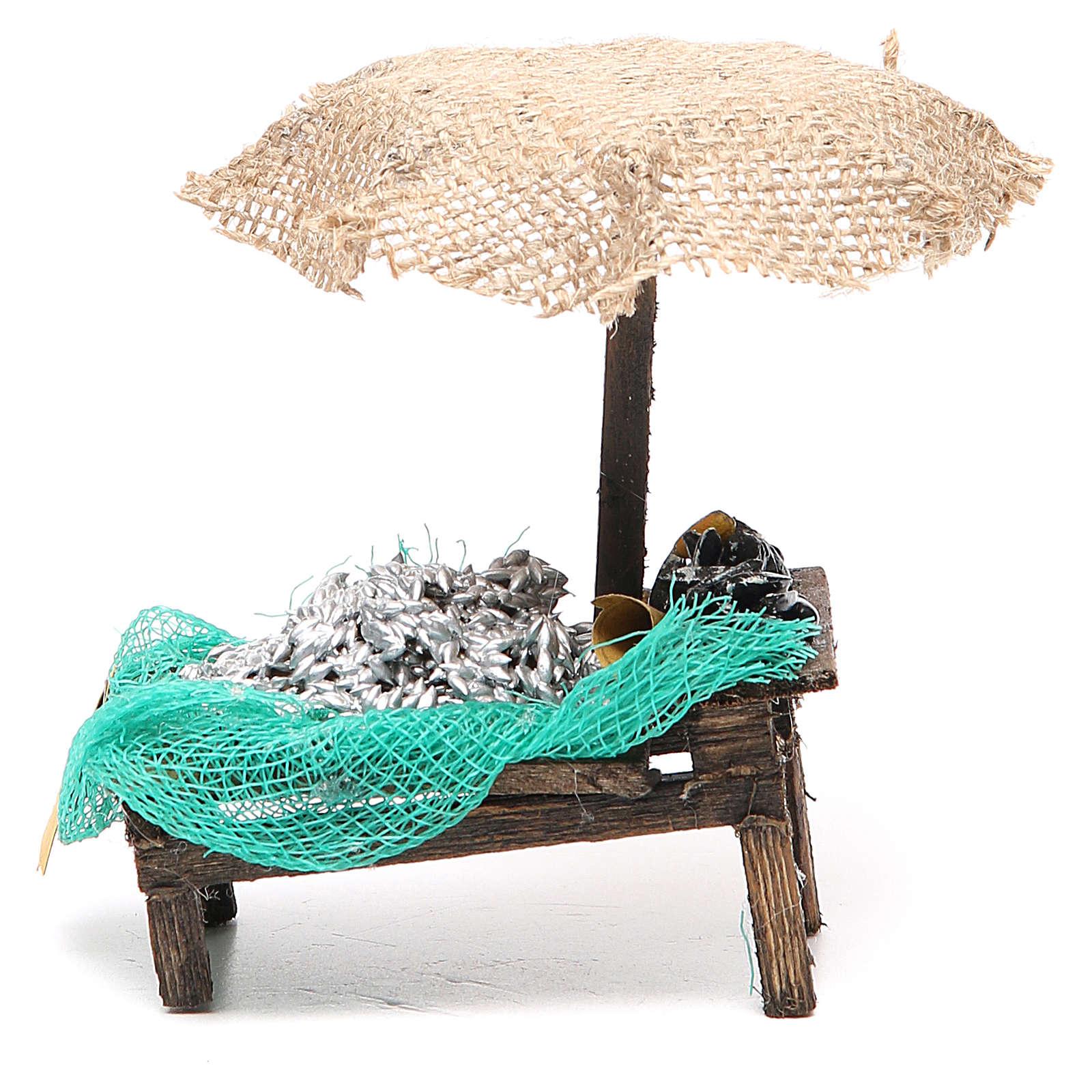 Puesto de mercado para belén con sombrilla, sardinas y mejillones 12x10x12 cm 4