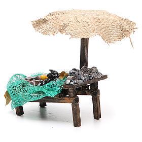Puesto de mercado para belén con sombrilla, mejillones y almejas 12x10x12 cm s2