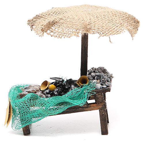 Puesto de mercado para belén con sombrilla, mejillones y almejas 12x10x12 cm 1
