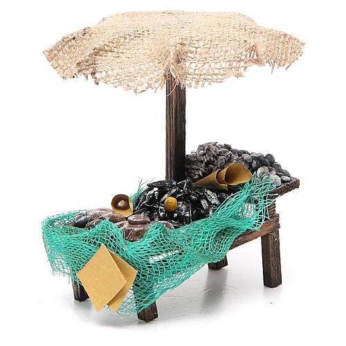 Puesto de mercado para belén con sombrilla, mejillones y almejas 12x10x12 cm 3