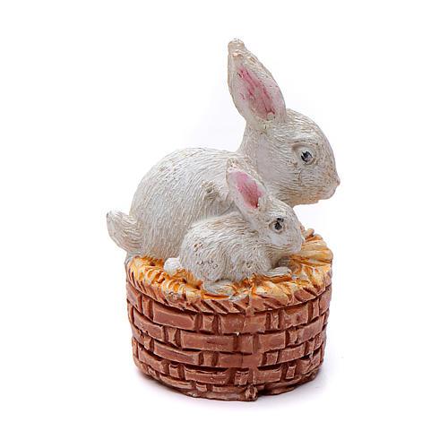 Coniglietti in cestino resina per presepe 15 cm 1