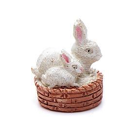 Animais para Présepio: Coelhos numa cesta resina para presépio 6 cm