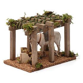 Porche con caballo y comedero 10x20x10 cm para figuras belén 10 cm de altura media s3