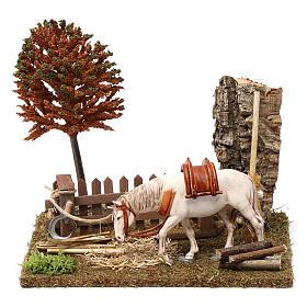 Cavallo alla palizzata, albero, falce 15X20X20 cm per figure presepe 10 cm s1