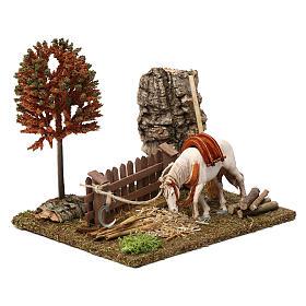 Cavallo alla palizzata, albero, falce 15X20X20 cm per figure presepe 10 cm s3