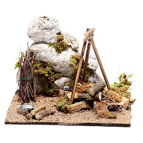 Illuminated nativity setting, rustic camping site with fire 12x15x15cm s4