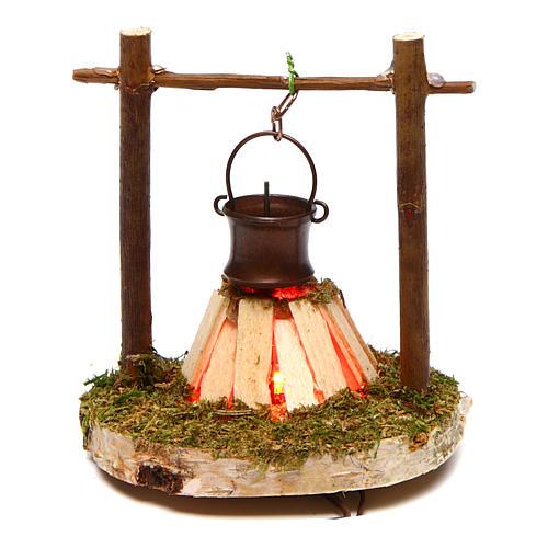Fuego con olla y humo 4,5V h.7 cm 1
