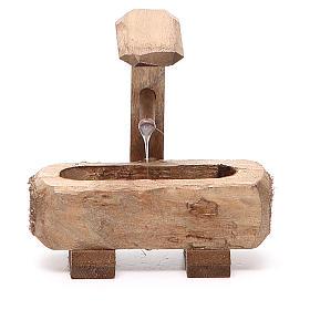 Fontaine pour crèche bois foncé 8x5x8 cm s1