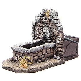 Fontaine en résine type rocher pour crèche 11x16x8 cm s2