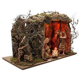 Cabaña para belén iluminada con figuras 32 cm y efecto fuego 55x76x40 cm s3