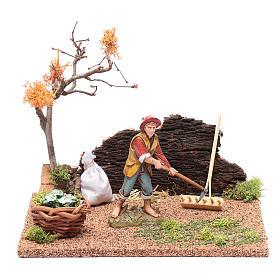 Figuras del Belén: Hombre cavando en el huerto para belén 15x20x15 cm