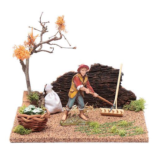 Hombre cavando en el huerto para belén 15x20x15 cm 1