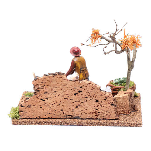 Hombre cavando en el huerto para belén 15x20x15 cm 4